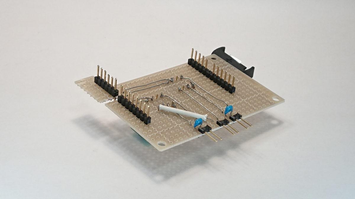 部品を実装したユニバーサル基板(裏)